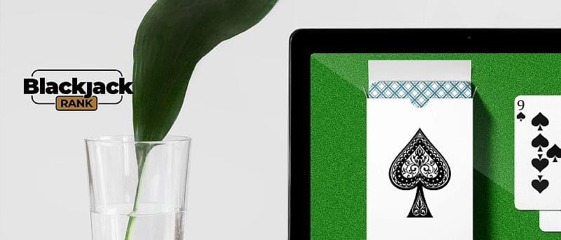 Packen Sie mit einem Kartenspiel auf dem Tablet-Bildschirm