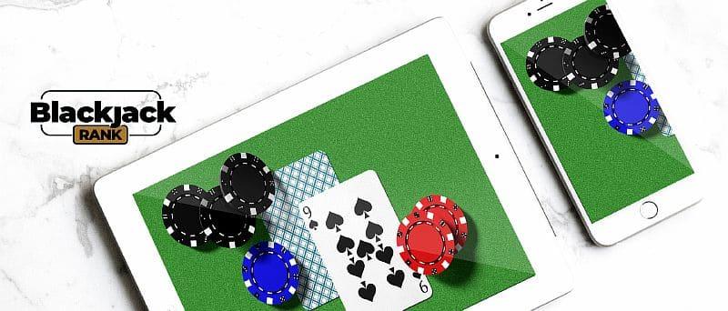 Tablet und Smartphone mit Blackjack