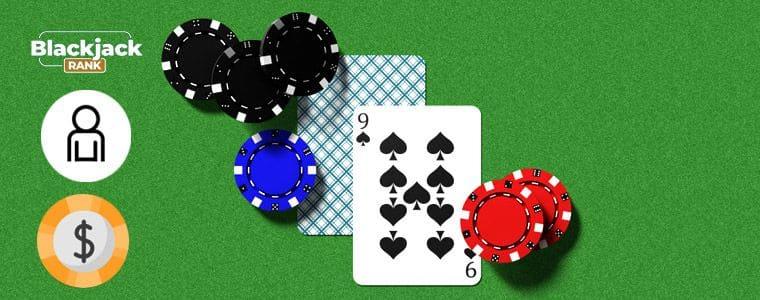 zwei Karten mit Chips und Wettlogo
