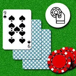 drei SpielKarten mit Chips
